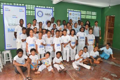 Oficina de caxixi marcou o encerramento do primeiro encontro de capoeiragem no bairro da Boca do Rio