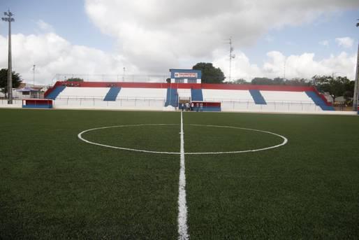 Estádio de Serrolândia ganha grama sintética