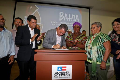 Assinados contratos de R$ 19,4 milhões para a economia solidária