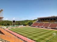 Estádio de Pituaçu recebe manutenção no gramado