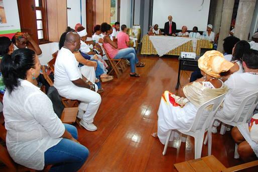 Projeto Rede Ardecente formou moradores de comunidades do entorno de cinco terreiros de candombl� de Salvador.